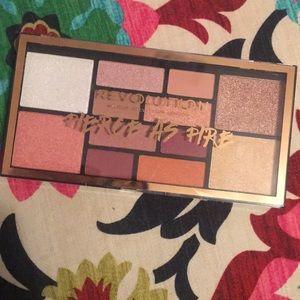 Makeup revolution eye & face palette